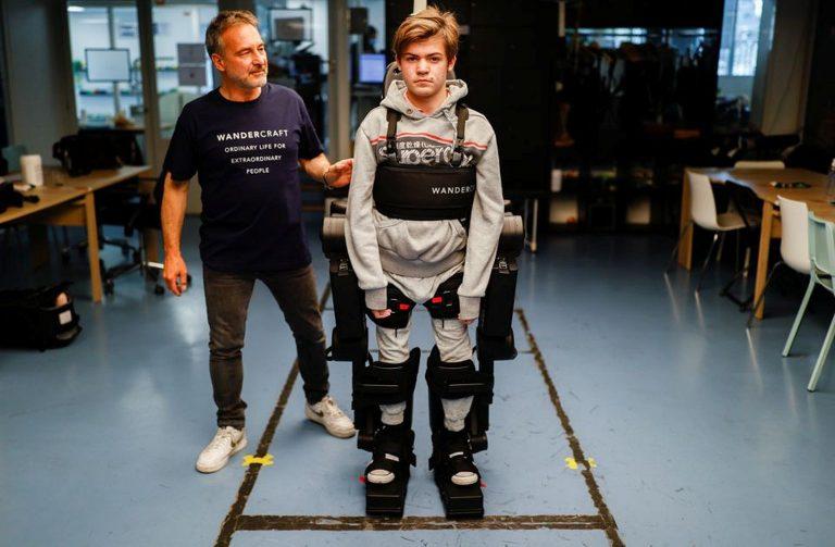 Lebénult gyermekének épített járássegítőt egy francia mérnök